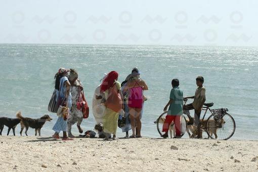 Gente en la Playa - Cabo de la Vela, Guajira / People on the Beach - Cabo de la Vela, Guajira