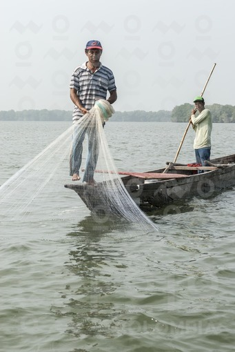 Pescadores,Ciénaga Grande de Santa Marta,Magdalena / Fishermen,Great swamp,Santa Marta,Magdalena
