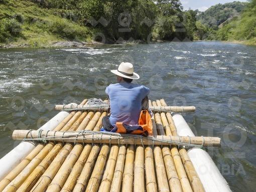Balsaje en el Río La Vieja,Circacia /  Rafting on the river La Vieja,Circacia