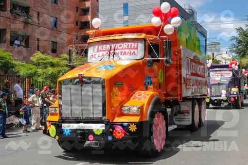 Desfile de autos clásicos y antiguos,Feria de las Flores,Medellín,Antioquia / Parade of classic and old cars,Flower Fair,Medellín,Antioquia