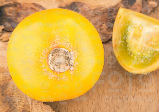 Lulo fruta tropical (Solanum quitoense)