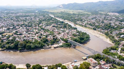 Puente Ospina Pérez Entre Flandes y Girardot / Ospina Pérez Bridge Between Flandes and Girardot